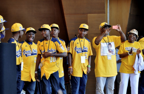 Chicago celebrates Jackie Robinson West with Millenium Park parade