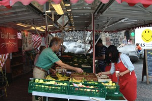 Vendors call out prices at the outdoor markets where shoppers pick up fresh produce in the city center. (Megan Deppen / The DePaulia)