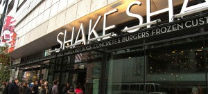 Burger fans flock to Shake Shack and line up outside. The restaurant opened Tuesday, Nov. 4. (Maggie Gallagher / The DePaulia)