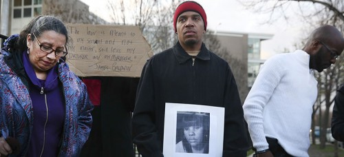 Donald Lightfoot holds a sign in support of Rekia Boyd while joining other protesters in Chicago April 20. (Nuccio DiNuzzo/Chicago Tribune/TNS)