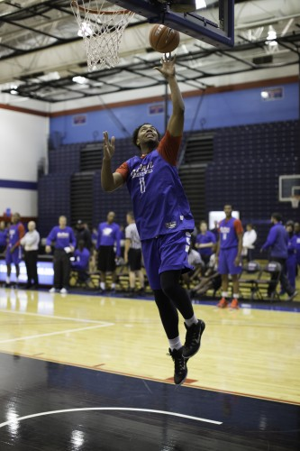 Eli Cain goes through layup drills before the intra-squad scrimmage. (Josh Leff / The DePaulia)