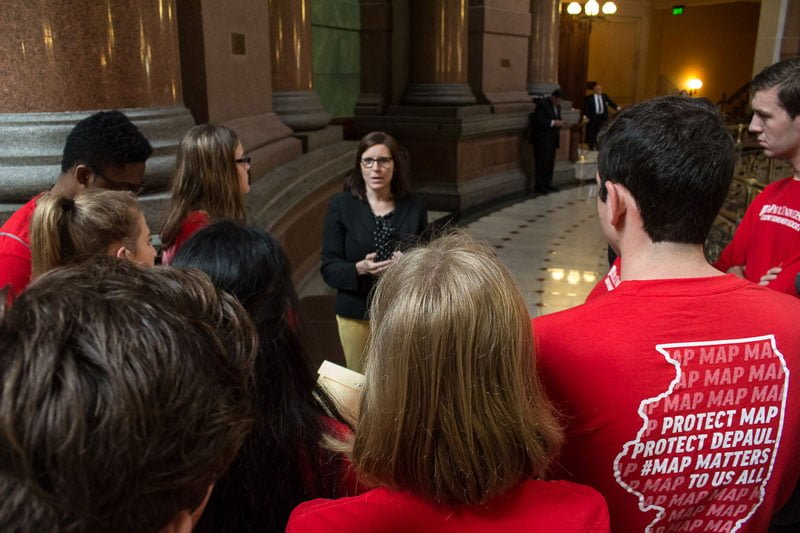 Students meet with state representative Ann Williams, whose district encompasses DePaul. (Jesus Montero / The DePaulia)