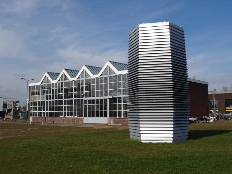 Dutch designer Daan Roosegaarde's rendering of the first 7-meter high Smog Free Tower, equipped with environment-friendly and patented ozone free ion technology. The tower cleans 30 cubic meters per hour, runs on green wind energy and uses no more electricity than a waterboiler (1400 watts). (Photo courtesy of BIC / Wikimedia Commons)