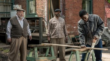 "Denzel Washington (center) plays Troy Maxson, Stephen McKinley Henderson (left) plays Jim Bono and Jovan Adepo (right) plays Cory in the film ""Fences."" Henderson and Adepo spoke to The DePaulia about their critically-acclaimed film. (David Lee 