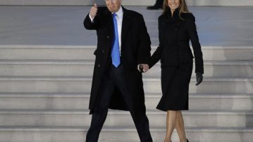 """President-elect Donald Trump and his wife Melania Trump arrive at a pre-Inaugural """"Make America Great Again! Welcome Celebration"""" at the Lincoln Memorial in Washington, Thursday, Jan. 19, 2017. (AP Photo/David J. Phillip)"""