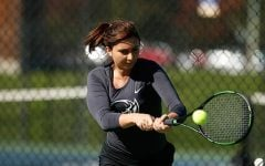 Women's tennis sweeps pirates in finale