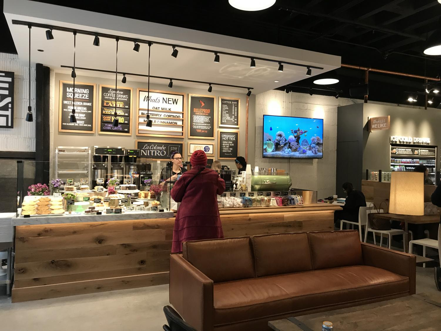 The main area in Beatrix Market, a new dining option for DePaul students in the Loop campus. It features a salad bar, hot food bar, sandwiches and much more.  (Photo courtesy of Mackenzie Born)