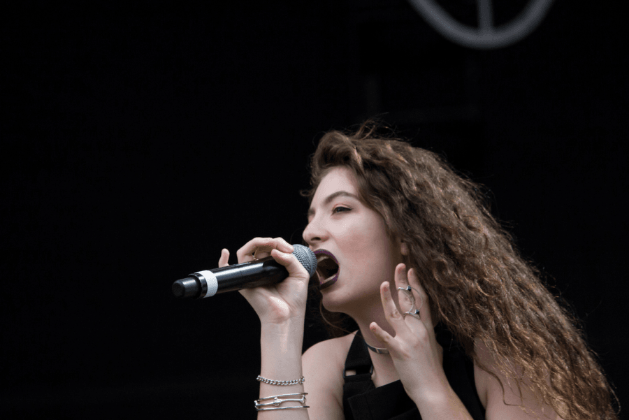 Lorde played later in day to a large crowd on the first day of Lollapalooza. (Courtney Jacquin / The DePaulia)