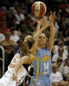 Former Blue Demon Allie Quigley (14) shoots over Phoenix Mercury forward Penny Taylor (13) in the second half of Game 1 of the WNBA basketball finals, Sunday, Sept. 7, 2014, in Phoenix. (AP Photo/Rick Scuteri)