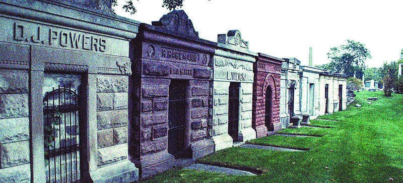 Mausoleums line the way at Graceland Cemetery, located in Chicago's Uptown neighborhood. The cemetery is home to many ghost stories. (Giovanna Lenski / The DePaulia)