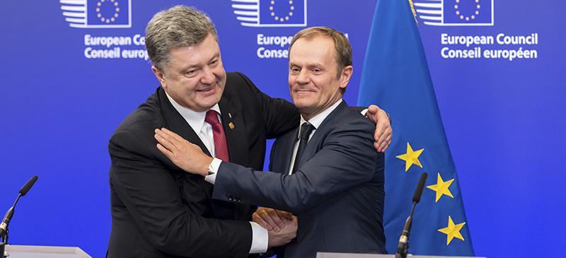 Ukrainian President Petro Poroshenko (left) and European Council President Donald Tusk embrace during the negotiation of a ceasefire between Russia and the Ukraine. (AP Photo/Geert Vanden Wijngaert)