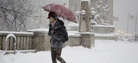 Storify: Steady snow, strong winds pound Chicago