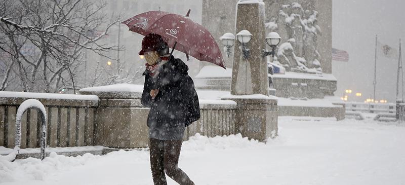Storify%3A+Steady+snow%2C+strong+winds+pound+Chicago