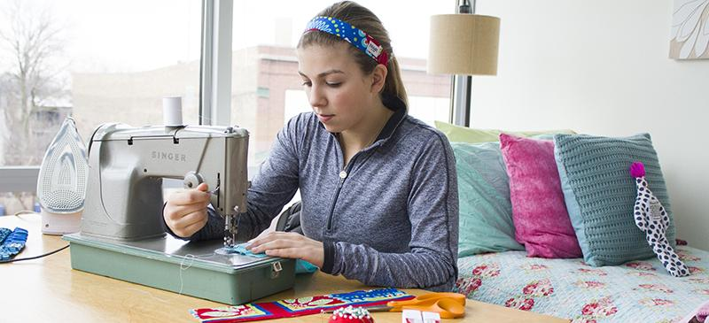 Sophomore Bianca Perry constructs a BBand in her bedroom workspace. Perry began her headband business in 2012 while she was in high school. (Grant Myatt / The DePaulia)