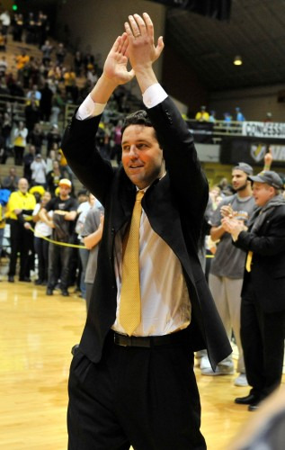 Bryce Drew applauds the crowd after Valparaiso won the Horzion conference tournament.