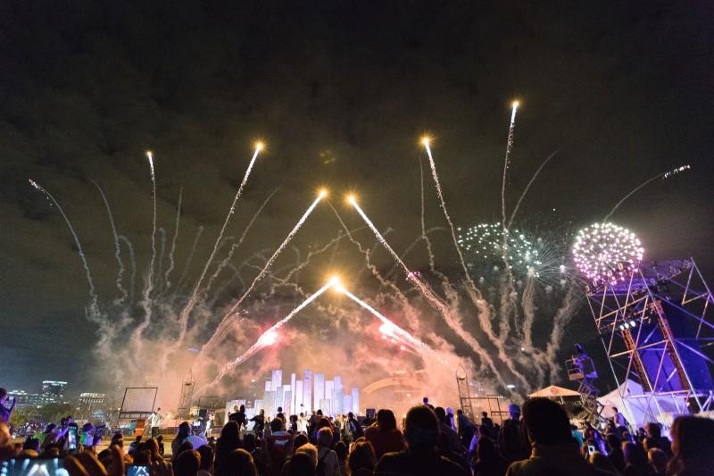 The Great Chicago Fire Festival closes with a fireworks display Saturday. (Garrett Duncan / The DePaulia)