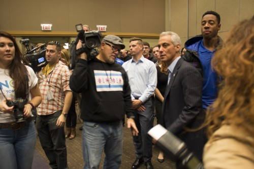 Mayor Emanuel gets ready to speak before students at the Student Center Friday. (Jessica Villagomez / The DePaulia)