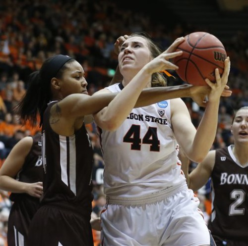 St. Bonaventure's Gabby Richmond, left, fouls Oregon State's Ruth Hamblin in the second half of a second round women's college basketball game in the NCAA Tournament in Corvallis, Ore., on Sunday March 20, 2016. Oregon State won 69-40. (AP Photo/Timothy J. Gonzalez)