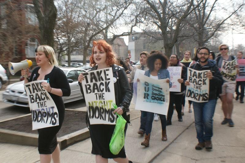 Feminist Front protests down Belden and Sheffield avenues. (Erin Yarnall / The DePaulia)