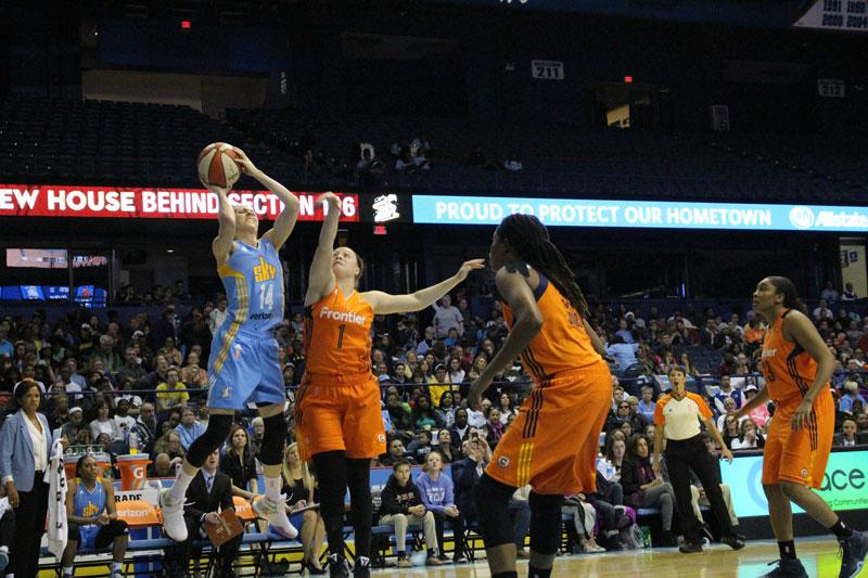 Quigley goes up for a shot in a game against the Connecticut Sun at Allstate Arena. (Mariah Woelfel / The DePaulia)