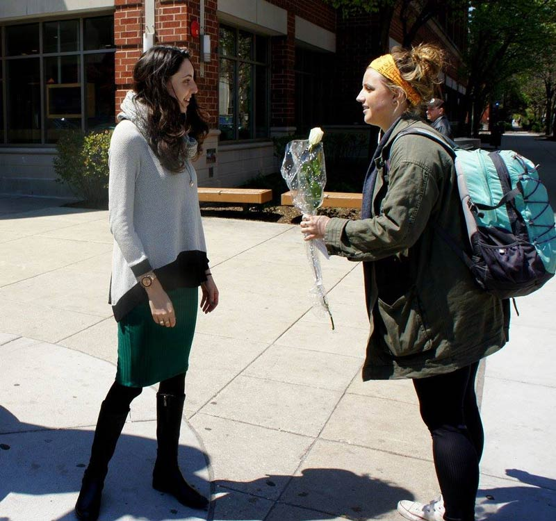 DePaul students hand out flowers in honor of Holocaust Remembrance Day Wednesday. (Photo courtesy of JEWISH EDUCATION TEAM)