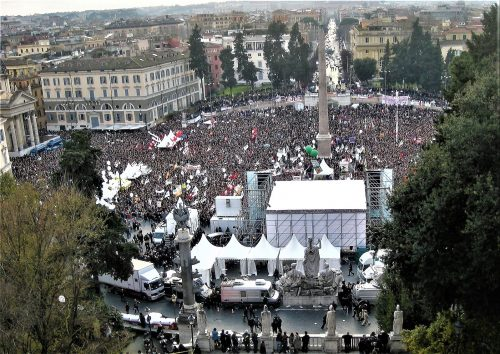 demonstration_for_womens_rights_in_piazza_del_popolo_rome_italy