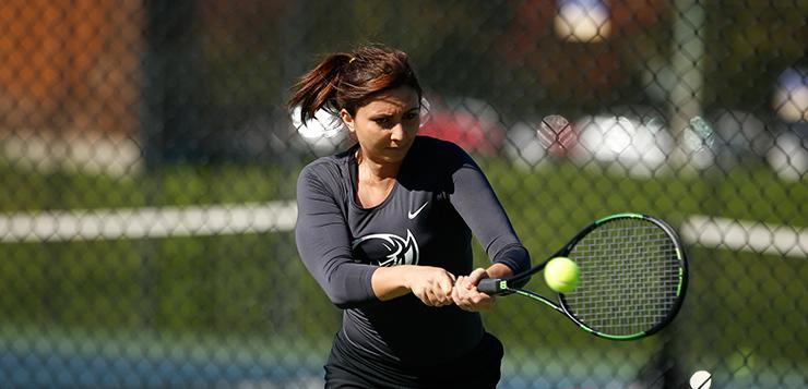 Women's tennis sweeps pirates in finale