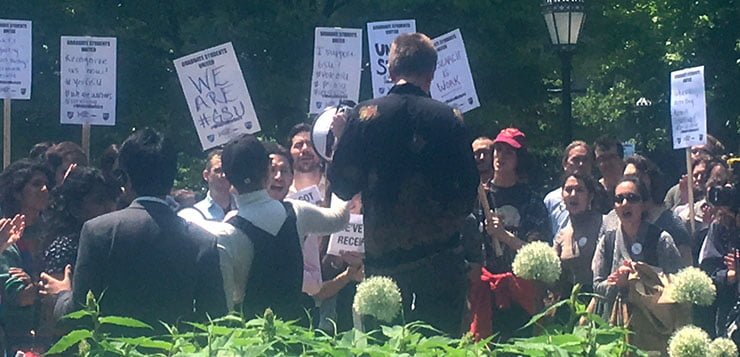 U of Chicago students rally for unionization