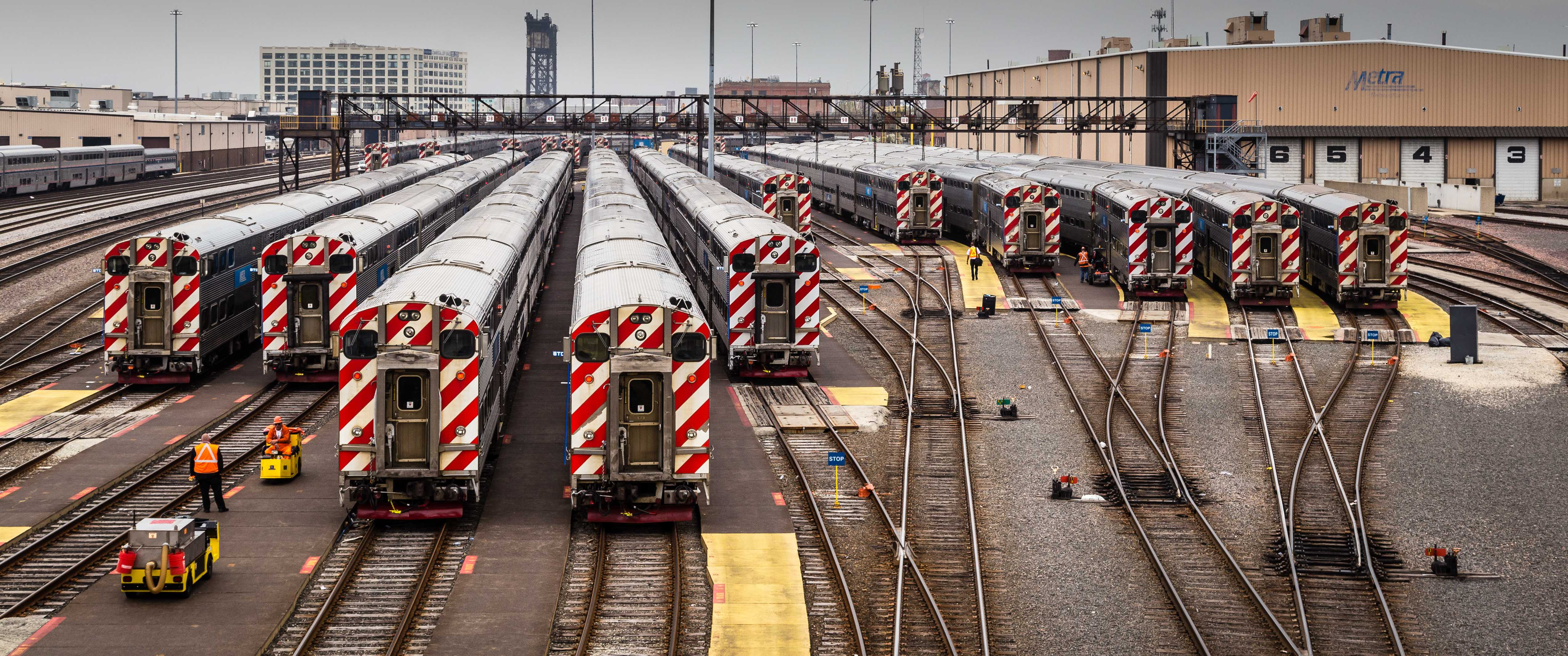 June 2017 saw  a totla of 6,941,185 riders on all of Metra's lines. However, overall ridership has been declining at a rate of almost 2 percent per year. (Photo courtesy of Wikimedia Commons)