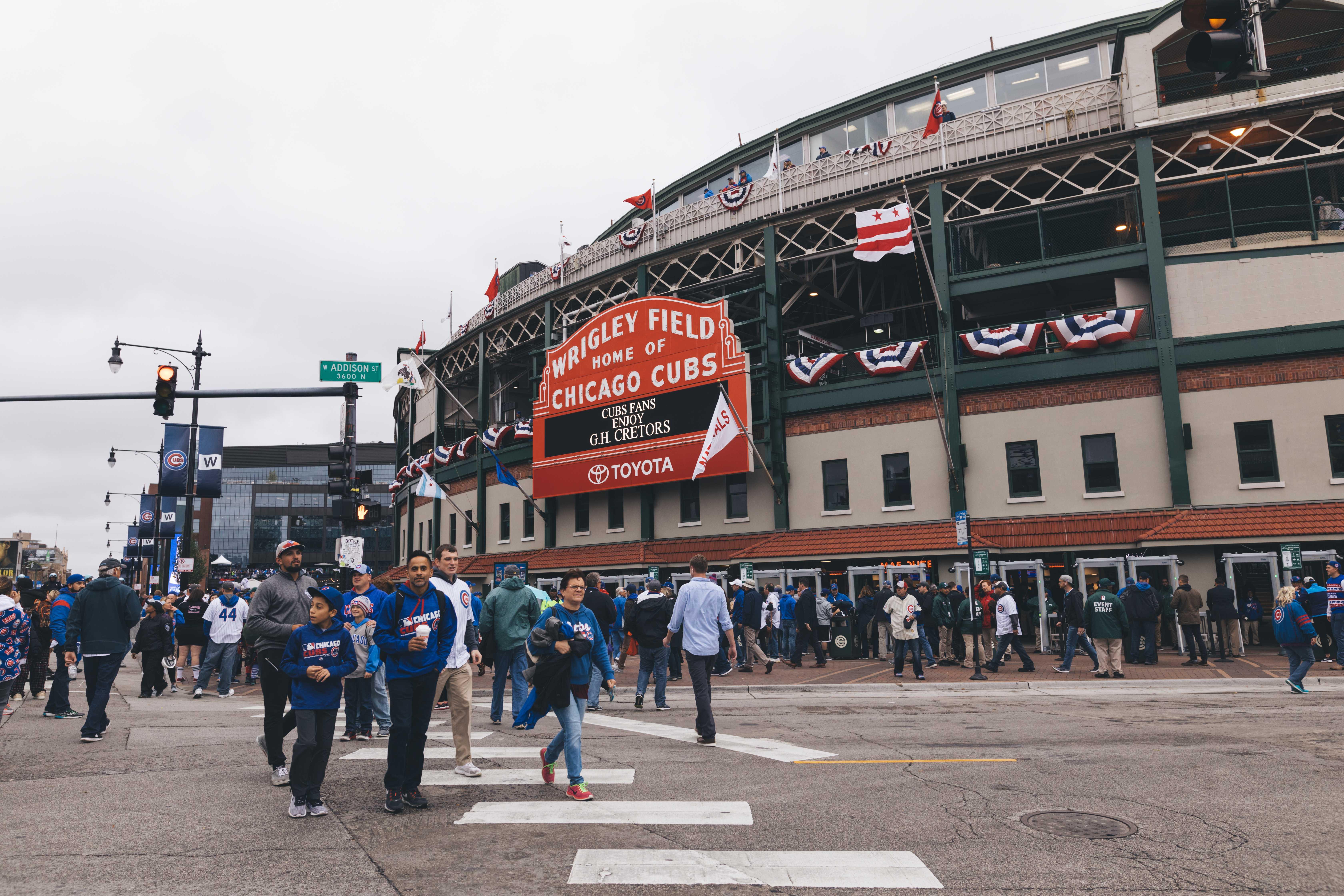 Fans+walk+across+the+intersection+of+Addison+and+Clark.+%28Josh+Leff%2FThe+DePaulia%29