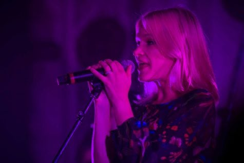 Remix Artist Collective (RAC) perfromed at the Metro on Friday, Oct. 13. Liz Anjos, aka Pink Feathers, took over as lead singer as RAC features over 200 remixed songs.  (Connor O'Keefe/The DePaulia)