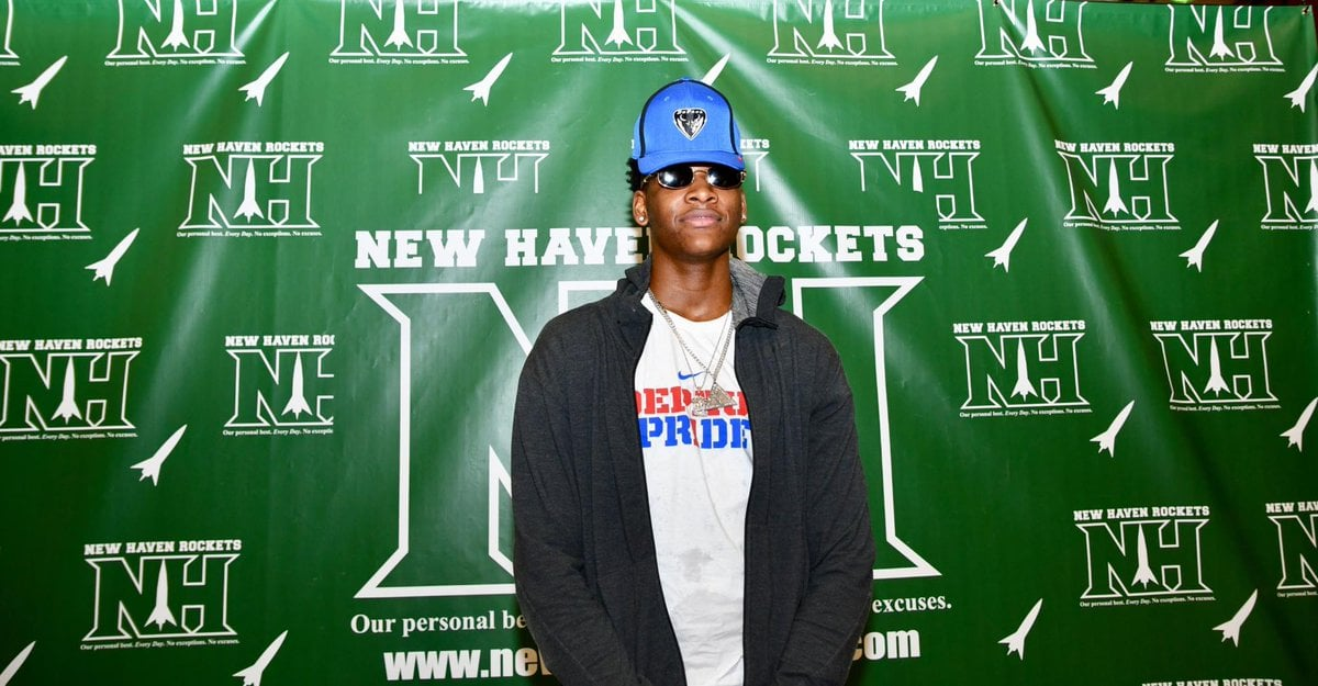 Michigan native and four-star recruit Romeo Weems officially signed his NLI Wednesday at a ceremony at his high school.
