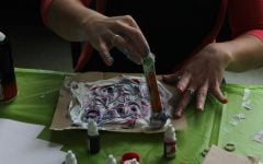 Messy Marble Art event provides inexpensive, entertaining crafting fest at DePaul