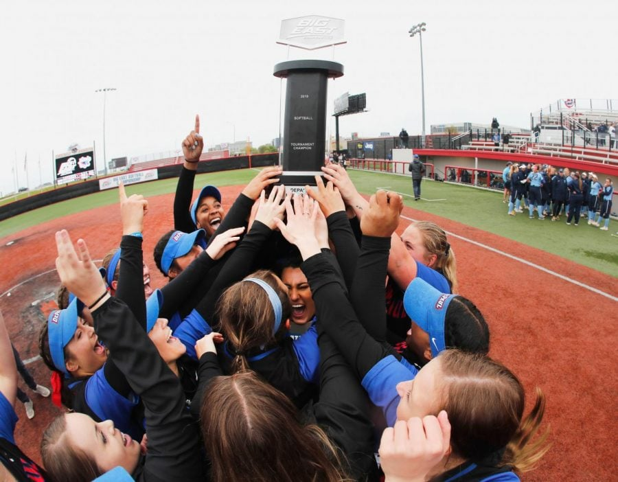 The+DePaul+softball+team+holds+the+trophy+up+after+defeating+Villanova+11-10+in+the+Big+East+Tournament+title+game+on+Saturday.+