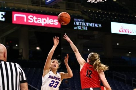 Women's basketball rolls 135-64 in exhibition against Saint Xavier
