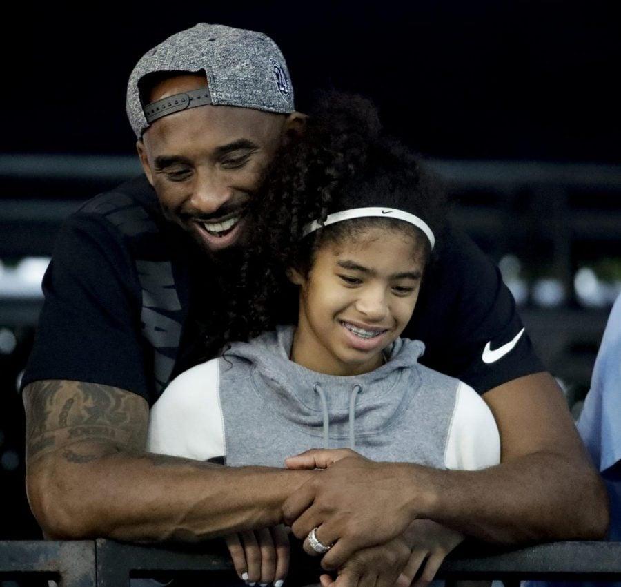 Kobe Bryant, titulado All-Star 18 veces por parte de la NBA y que ganó cinco campeonatos y también se convirtió en uno de los mejores jugadores de baloncesto de su generación durante una carrera de 20 años con Los Angeles Lakers, murió en un accidente de helicóptero el domingo 26 de enero de 2020. Gianna también murió en el accidente. Ella tenía 13 años.