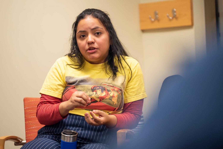 Kelly Garcia, Presidenta de Tepeyac, habla durante el Cafecito semanal de su grupo. Jonathan Aguilar   La DePaulia