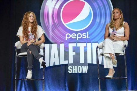 Las artistas de medio tiempo del juego de fútbol americano Super Bowl 54 de la NFL Jennifer López y Shakira responden preguntas en una conferencia de prensa.