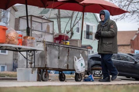 Comunidad de Chicago se une a recaudar fondos para vendedor de elotes