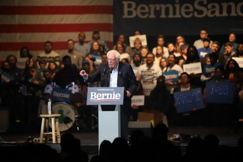 Bernie Sanders campaigns in Cedar Rapids with help from Vampire Weekend