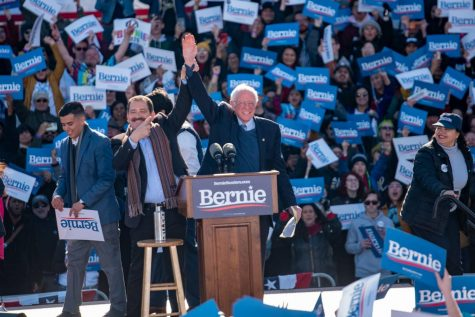 Bernie Sanders rally packs Grant Park