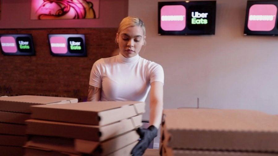 Restaurante de dueños latinos provee alimentos a trabajadores de primeros auxilios: 'Estamos todos juntos en esto'