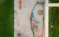 Un parque en Villa Park, IL, cerrado debido a Covid-19.