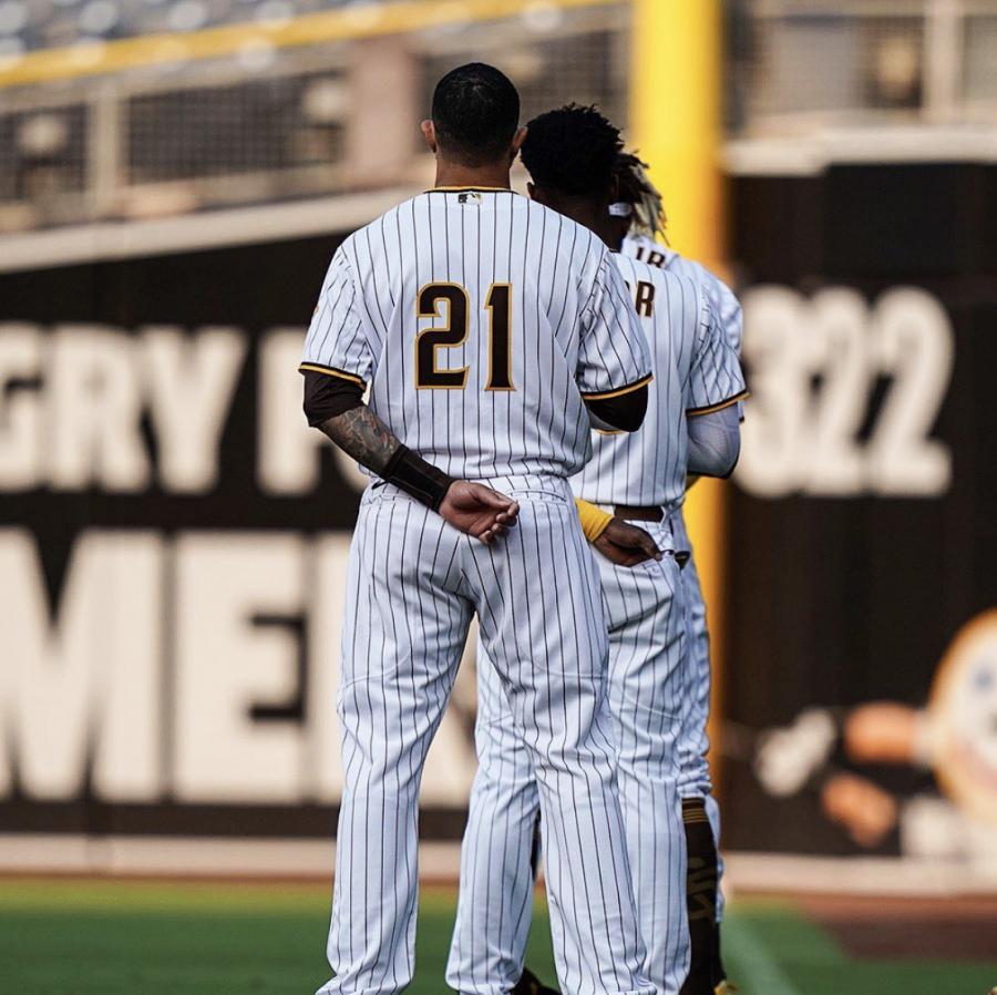 El 9 de septiembre, las Mayores Ligas de Béisbol está celebrando el Día de Roberto Clemente. Cada miembro de los Piratas de Pittsburgh usó el número '21' en sus camisetas para honrar a Clemente.