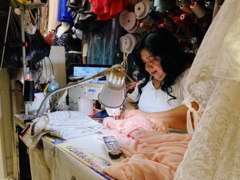Esther López, 47, propietaria y empleada de Esther's Fashion, ha estado vendiendo ropa de mujer en el centro comercial Little Village Discount durante 15 años junto a su esposo.