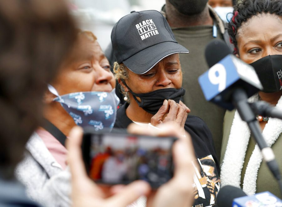 Sherrellis+Sheria+Stinnette%2C+grandmother+of+Marcellis+Stinnette%2C+19%2C+speaks+to+the+media+during+a+protest+rally+for+Marcellis+Stinnette+who+was+killed+by+Waukegan+Police+last+Tuesday+in+Waukegan%2C+Ill.%2C+Thursday%2C+Oct.+22%2C+2020.+Stinnette+was+killed+and+his+girlfriend+and+mother+of+his+child%2C+Tafara+Williams%2C+was+wounded+when+a+police+officer+in+Waukegan+opened+fire+Tuesday+night+after+police+said+Williams%27+vehicle+started+rolling+toward+the+officer+following+a+traffic+stop.+%28Brian+Hill%2FDaily+Herald+via+AP%29