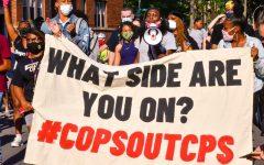 Miles de manifestantes marchan para exigir el desfinanciamiento de la policía de Chicago y que los policías salgan de las escuelas publicas.