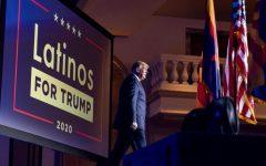 En esta foto de archivo del 14 de septiembre de 2020, el presidente Donald Trump llega a una mesa redonda de la Coalición Latinos por Trump en el Arizona Grand Resort & Spa en Phoenix.  AP Photo | Andrew Harnik, File