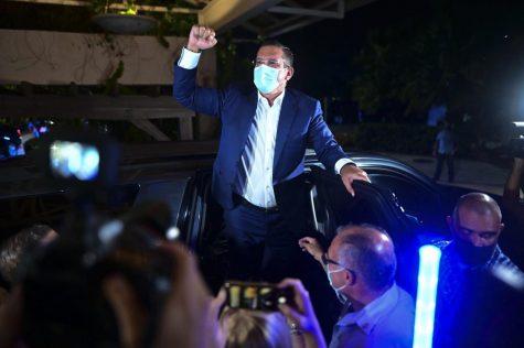 Pedro Pierluisi, candidato a gobernador del Partido Nuevo Progresista (PNP), llega al Vivo Beach Club para celebrar una pequeña ventaja del partido pro estadidad en las elecciones generales de Puerto Rico, en Carolina, Puerto Rico, el martes 3 de noviembre de 2020.