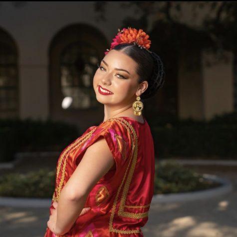 Matisse Rainbolt, una bailarina de baile folclórico, utiliza su cuenta de TikTok para promover su cultura mexicana.